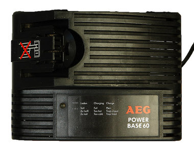 AEG power base 60 lader